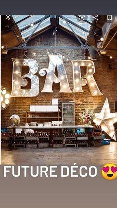 Idées déco pour le coin Bar Loft Wedding Reception, Warehouse Wedding, Wedding Venues, Wedding Ideas, Wedding Quotes, Reception Ideas, Wedding Themes, Wedding Blog, Wedding Cakes