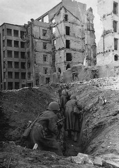 Russian soldiers advancing through trenches, Stalingrad, 1942