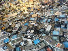En el mundo, mismo número de celulares que de personas.