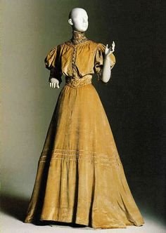 Dress created by Jaques Doucet in 1903