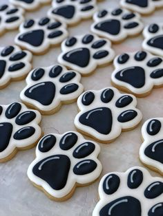 Custom decorated sugar cookies and cookie favors for any occasion Lion Cookies, Fancy Cookies, Royal Icing Cookies, Cupcake Cookies, Cookies Et Biscuits, Iced Sugar Cookies, Dog Treat Recipes, Dog Food Recipes, Cookie Recipes