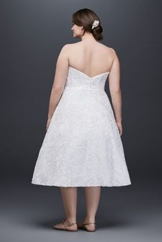 A simple silhouette perfect for a casual wedding or pre-wedding event, this textured lace plus size tea-length dress is a beautiful blank slate to accessorize any way you wish.  David\'s Bridal Collec http://www.fashiondivaly.com/w4w