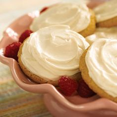 Frosted Sugar Cookies from Pillsbury® Baking(good recipe for diabetics - they use sugar free cake mix and frosting) Sugar Cookie Frosting, Sugar Cookies Recipe, Jello Cookies, Sugar Free Desserts, Sugar Free Recipes, Cake Mix Recipes, Cookie Recipes, Cookie Ideas, Crisco Recipes