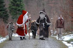 Samichlaus and Schmutzli with their donkeys