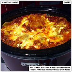 This recipe for slow cooker lasagne is quick enough to make and looks after itself - also, it's syn free! Perfect Slimming World fodder. Slimming World Lasagne, Slow Cooker Slimming World, Slimming World Dinners, Slimming World Recipes Syn Free, Slow Cooked Meals, Slow Cooker Recipes, Cooking Recipes, Slow Cooking, Crockpot Meals