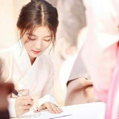 happy birthday Yoojung~  wish u all the best~ be happy and god luck