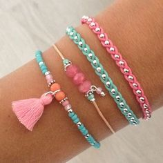 Do you like to make your own bracelets? Here are 4 ideas of bracelets to do yourself, they are hand-woven bracelets that will please you a lot. Woven Bracelets, Jewelry Bracelets, Jewelery, Stackable Bracelets, Colorful Bracelets, Jewelry Accessories, Women Jewelry, Jewelry Design, Bracelet Making