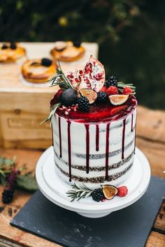 This jaw-dropping cake isn't the only pretty thing from this garden wedding inspiration | Image by  Emily Kirke Photography