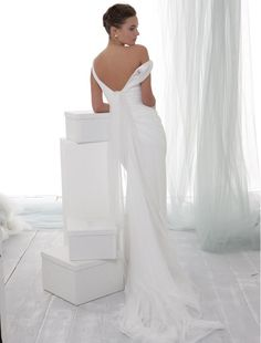You're going to fall head over heels in love with these fabulous wedding dresses we hand-picked for you. Happy Pinning!