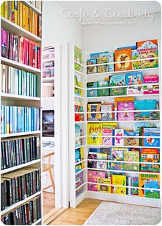 You'll Love These 10 Ingenious Ideas for Kids Book Storage. If your house is anything like ours there's always books around. Between all the picture books, tween books, teen books, and the library books coming home, book storage space is at a premium. Bookshelf Organization, Playroom Storage, Kids Storage, Storage For Books, Kids Book Organization, Storage Ideas, Pantry Storage, Kids Room Bookshelves, Pallet Bookshelves