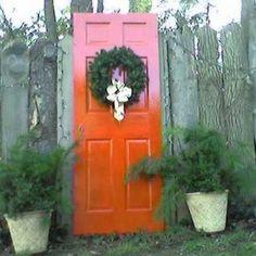 Using an old door in the garden - gallery of ideas