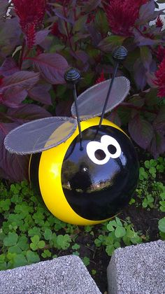 Bumble+Bee+Bowling+Ball+Garden+Ornament+by+CraftMeUpSomeFun,+$45.00