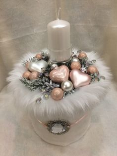Angel of Christmas Wings Krone # Crown # Wings Engel von Weihnachten - WeihnachtWeihnachtsengel Kranz Kranz – Same Mach - Christmas IdeaJust links to picture, but love this Angel Wing Christmas Decoration instead of a wreath! Christmas Table Decorations, Christmas Candles, Gold Christmas, Christmas 2019, Christmas Crafts, Christmas Ornaments, Holiday Wreaths, Holiday Decor, Alternative Christmas Tree