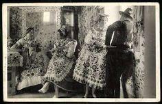 Kalocsa-vidéki földműves lányok ünneplőben | Képeslapok | Hungaricana Budapest, 1, Textiles, Military, Clothes, Fashion, Outfits, Moda, Clothing