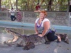 Редкий кадр. Крокодил зовёт на помощь