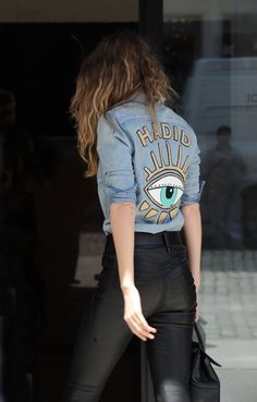 Gigi Hadid Con Camisa Vaquera Personalizada A