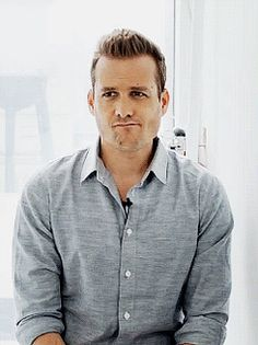 Find images and videos about suits, harvey specter and gabriel s. macht on We Heart It - the app to get lost in what you love. Trajes Harvey Specter, Harvey Specter Suits, Suits Harvey, Harvey Specter Haircut, Suits Tv Series, Suits Tv Shows, Sarah Rafferty, Suits Usa, Gabriel Macht