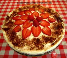 Nepečený tvarohovo-jogurtový koláč s jahodami