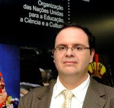 """""""Guilherme Canela, da Unesco, fala da importância de repensar a metodologia educacional para que a adoção das TICs seja efetiva"""" em https://www.institutoclaro.org.br/entrevistas/guilherme-canela-da-unesco-fala-da-importancia-de-repensar-a-metodologia-educacional-para-que-a-adocao-das-tics-seja-efetiva/"""