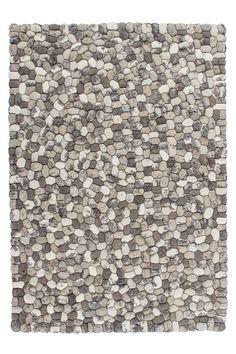 Ditprachtig vormgegeven kiezelstenen vloerkleedis van eersteklas kwaliteit. Iedere steen is handgemaakt en gevilt van100% natuurlijke wol.