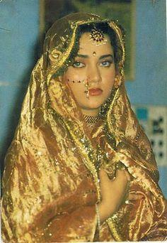 Mandakini Indian Film Actress, Old Actress, Beautiful Indian Actress, Indian Actresses, Bollywood Cinema, Bollywood Actors, Asian Photography, Beauty Photography, Beautiful Saree