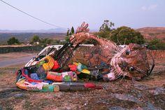 Nouvelles sculptures de déchets de Bordalo II (6)