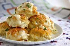 Шустрый повар.: Нежные куриные шарики в сырно-сливочном соусе