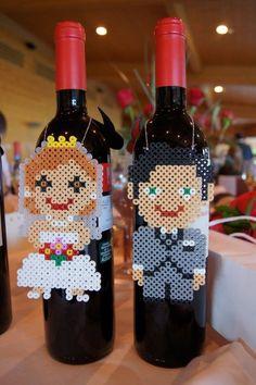 decorazione bottiglia con sposini con perline da stirare