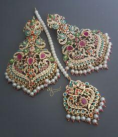 Antique Jewellery Designs, Fancy Jewellery, Gold Jewellery Design, Gold Jewelry, Statement Jewelry, Bridal Jewellery, Temple Jewellery, Unique Jewelry, Indian Jewelry Earrings