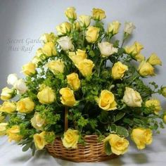 Yellow Rose Bouquet, Yellow Rose Flower, Rose Wedding Bouquet, Yellow Roses, Beautiful Flower Arrangements, Floral Arrangements, Beautiful Flowers, Yellow Rose Meaning, Rose Drawing Simple