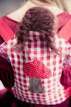 Een draagdoek voor de pop | Kiind Magazine Noot: de banden zijn aan de korte kant. Liever 80cm nemen ipv de 60cm van het patroon