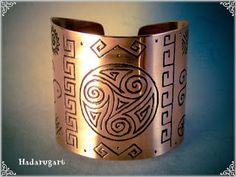 Artizan in cupru Copper Bracelet, Cuff Bracelets, Copper Artwork, Artisan, Deviantart, Handmade, Jewelry, Romania, Clipuri Video
