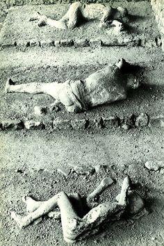 30 Amazing pictures of Pompeii Ancient Pompeii, Pompeii Ruins, Pompeii Italy, Pompeii And Herculaneum, Antique Pictures, Historical Pictures, Ancient Aliens, Ancient History, Pompeii Pictures