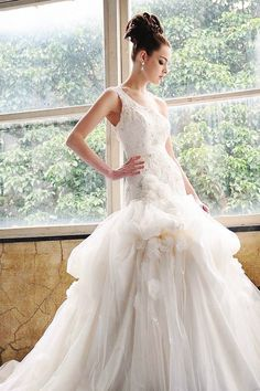 20 Unconventional Whimsical Wedding Dresses