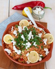 Recipe: Greek tomato rice with feta and lemon - Savory Sweets - Recipe: Greek tomato rice with feta and lemon - Couscous Recipes, Pasta Recipes, Salad Recipes, Dinner Recipes, I Love Food, Good Food, Yummy Food, Healthy Diners, Low Carb Brasil
