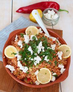 Recipe: Greek tomato rice with feta and lemon - Savory Sweets - Recipe: Greek tomato rice with feta and lemon - I Love Food, Good Food, Yummy Food, Healthy Diners, Greece Food, Vegetarian Recipes, Healthy Recipes, Healthy Food, Couscous Recipes
