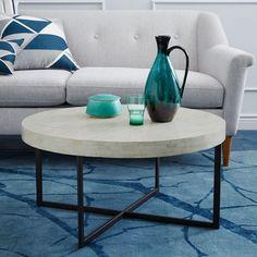 alfombra azul, detalles en la gama, muebles blancos, tan lindo