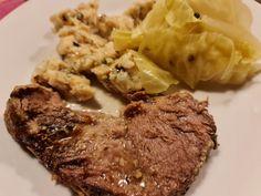 So ähnlich ist das hier auf diesen Seiten ja vor vielen Jahren schon mal dargelegt worden: Bier und Schwein vertragen sich hervorragend, so viel steht fest. In Oberösterreich, wo des Herrn genussfaktor Urheimat liegt, weiß man das seit jeher. Und daher überkommt ihn auch dann und wann der Gusto auf ein solches Bratl, wie man dazumal daheim kurz und bündig zu sagen pflegte. #Braten #Schwein Kraut, Pulled Pork, Steak, Food, Meat, Beer, Shredded Pork, Essen, Steaks