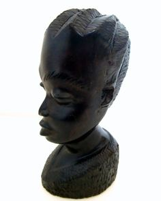 Extremely beautiful and elegant bust of an African lady. Finely hand carved of Ebony wood (Kenya).  In very good vintage condition.
