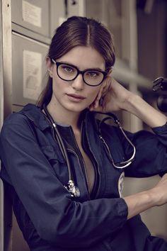 Occhiali da vista donna WE5143 54001. Dalla forma a gatto, si contraddistingue per l'abbinamento del frontale in acetato alla nuova asta in metallo. #glasses #womenglasses #SS15