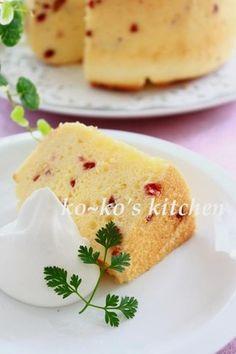 Cranberry and yogurt chiffon cake クランベリーとヨーグルトのシフォンケーキ