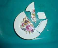 My new hobby is making earrings from smashed plates! It& been great fun searching the bootsales for suitable china and also digging ou. Plate Collage, Plate Art, Hobbies For Kids, New Hobbies, Broken Glass Crafts, Plate Drawing, Broken China Jewelry, Fruit Art, Glass Dishes