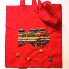 bolsa para todo roja con pez - Cara B