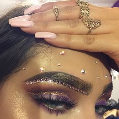 rhinestone eye makeup, Coachella makeup looks, festival make up, sparkly jewelry into your makeup look Makeup Goals, Makeup Inspo, Makeup Art, Makeup Inspiration, Makeup Tips, Makeup Ideas, Makeup Trends, Beauty Trends, Coachella Make-up