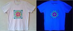Camisa pintada a mão, com estampas exclusivas fluor by Carol Soares./ Shirt painted by hand, with fluor exclusive prints by Carol Soares  #shirt #camisa #fluor #handmade #feitoamão #yantra #artepravestir