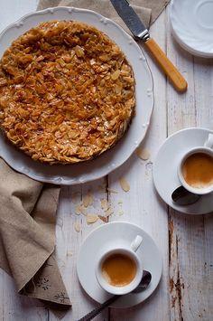 Toscakaka - norwegian almond cake (no recipe)