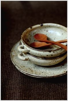 I would love to add these bowls and wooden spoons to my kitchen. They would fit in perfectly with my Otagiri dishes.