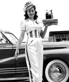 Vintage Cars car hop server in full uniform. Pin Up, Vintage Love, Retro Vintage, Funny Vintage, Vintage Girls, Vintage Beauty, Vintage Black, Vintage Style, 1940s