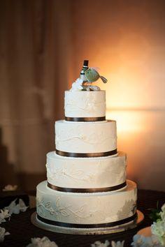 Brown and green wedding cake    Photographer: Niall McCarthy    NiallMcCarthy.net