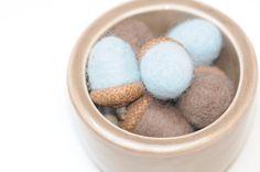 Deko-Objekte - Eicheln aus Filz Filzeicheln Keramik taupe - ein Designerstück von FILZFORM bei DaWanda